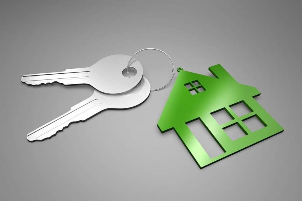 מחזיק מפתחות עם בית קטן